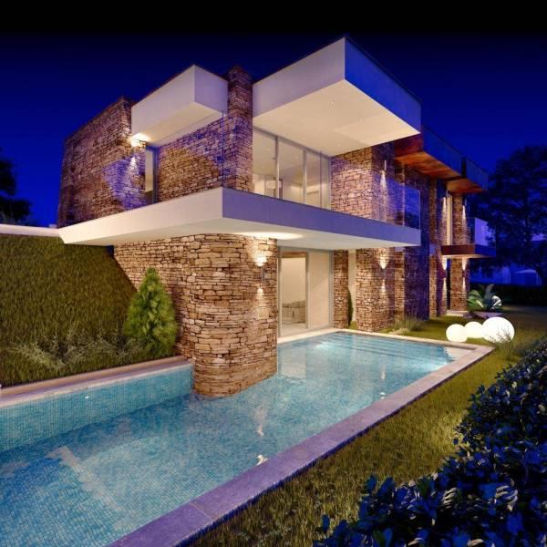 Villa in pietra su due piani for Casa in pietra a due piani